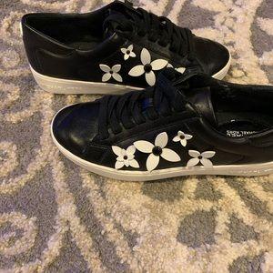Women's size 6 Michael Kors shoe